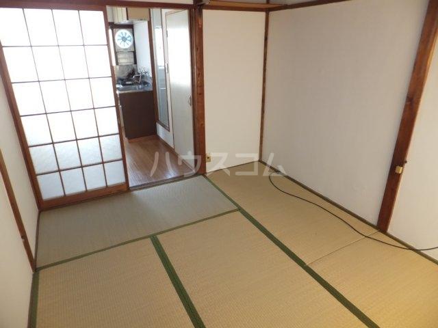 岩塚荘 202号室の居室
