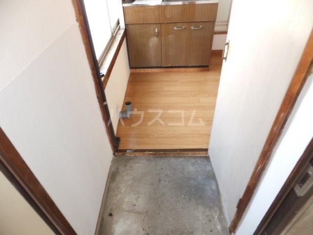 岩塚荘 202号室の玄関