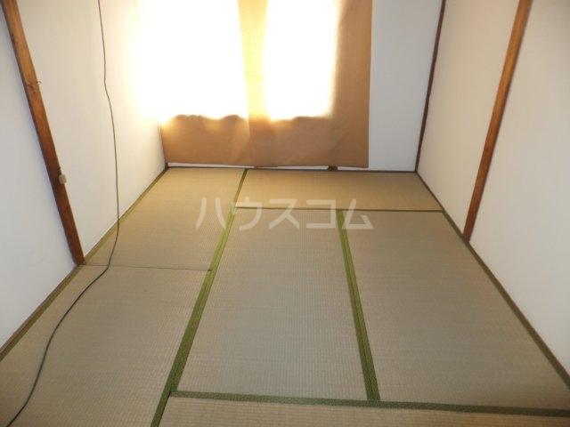 岩塚荘 202号室のベッドルーム