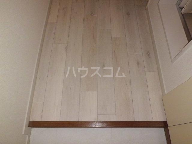 ライブリー平針 101号室の玄関