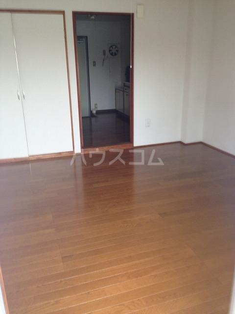 シャンポール三栄前山Ⅰ 205号室のリビング