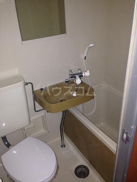 シャンポール三栄前山Ⅰ 205号室の風呂
