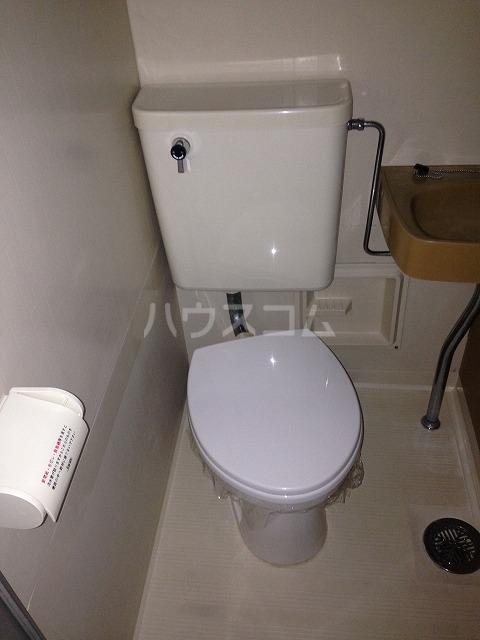 シャンポール三栄前山Ⅰ 205号室のトイレ