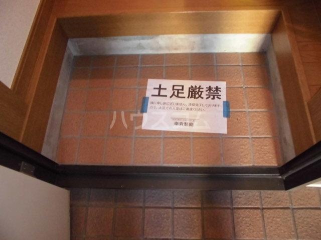 フィオーレ箱崎 201号室の玄関