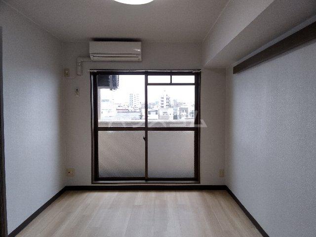 グレース岩塚 305号室のリビング