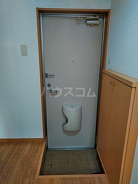ピュア箱崎八番館 103号室の玄関
