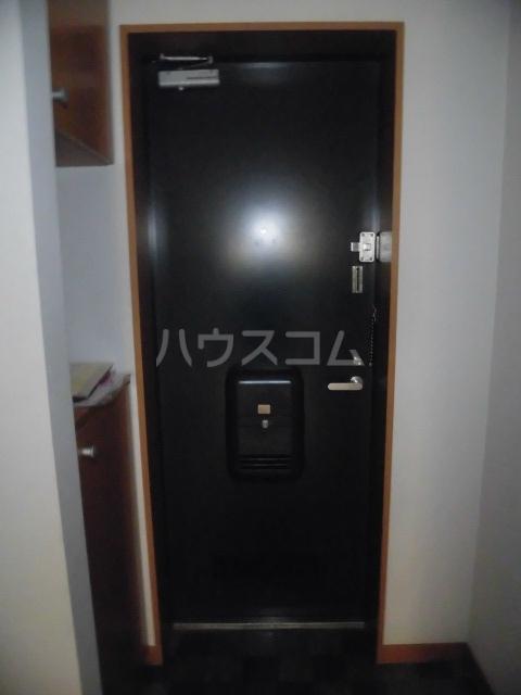 ブリリアント田村 202号室の玄関