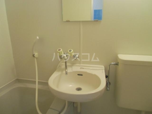 ヴェラハ菊川 105号室の洗面所