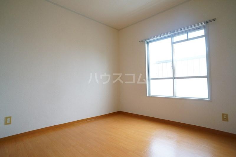 レジデンス四ツ枝 303号室の居室