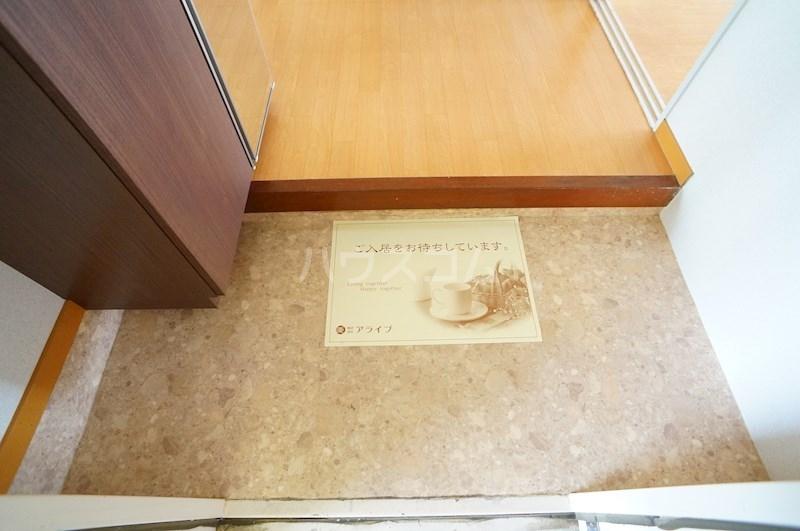 レジデンス四ツ枝 303号室の玄関