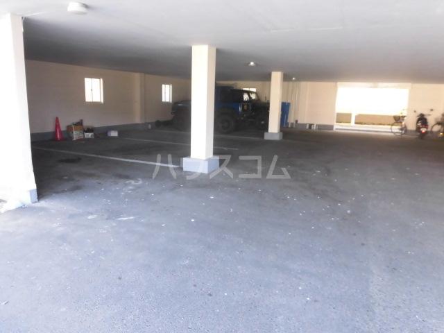 ラベンダータウン B棟 2-B号室の駐車場