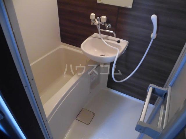 ラベンダータウン B棟 2-I号室の風呂