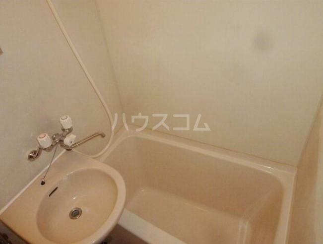 リブゼ横浜南 706号室の洗面所