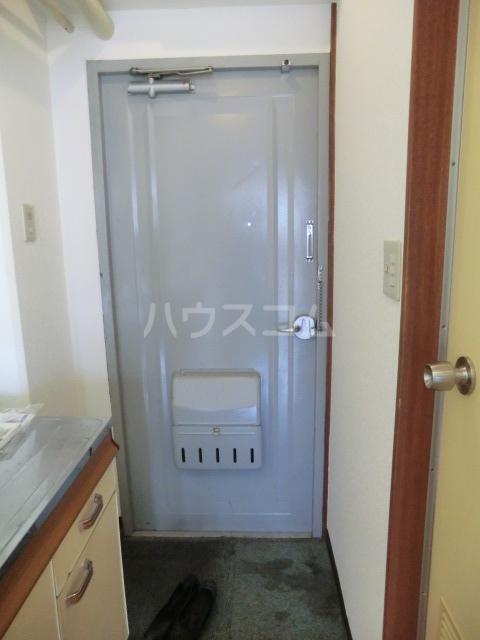 マンション愛晃 307号室の玄関