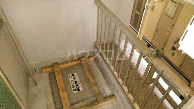 ソワレ・ド・ミノベ鶴見中央ビル 305号室のバルコニー