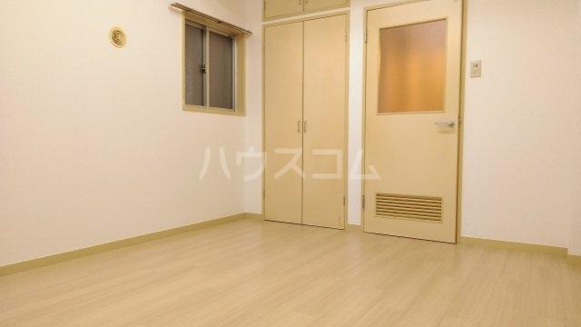 ソワレ・ド・ミノベ鶴見中央ビル 305号室のリビング