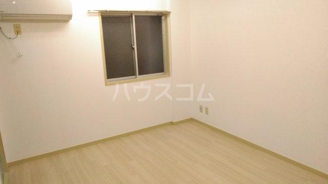 ソワレ・ド・ミノベ鶴見中央ビル 305号室のベッドルーム