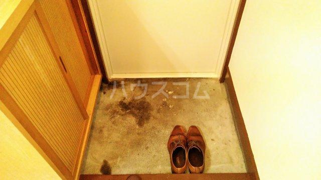 斉藤マンション 302号室の玄関