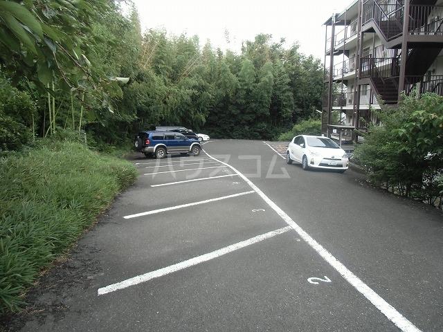 サンハイツ 502号室の駐車場