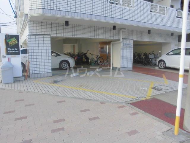 ラフィネ浜 7D号室の駐車場