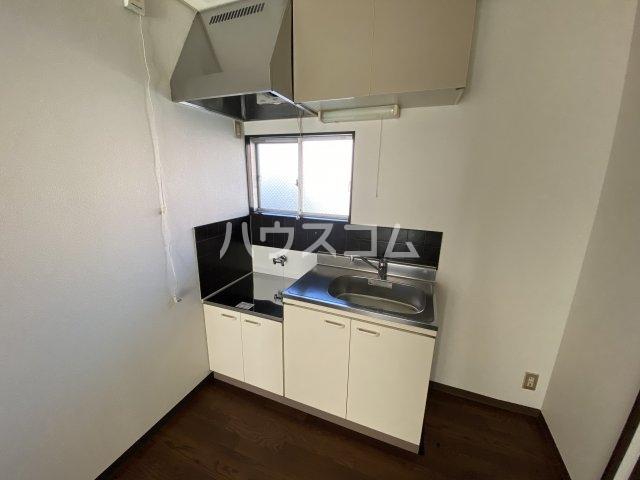 悠ハイツ 105号室のキッチン