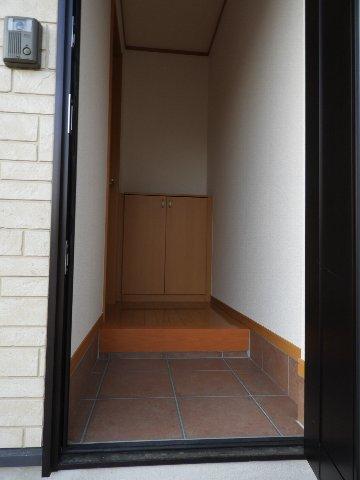 ハイツオカシラの玄関