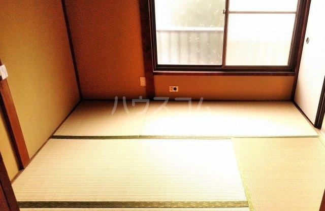 持丸荘 201号室の居室