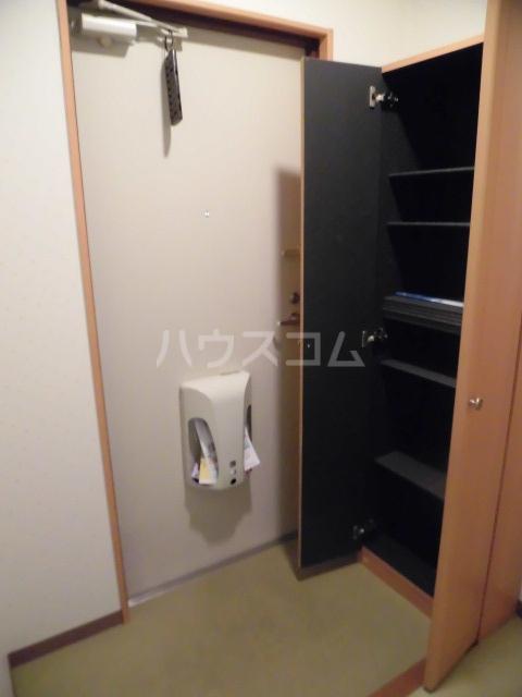 グランヒル7 302号室の玄関