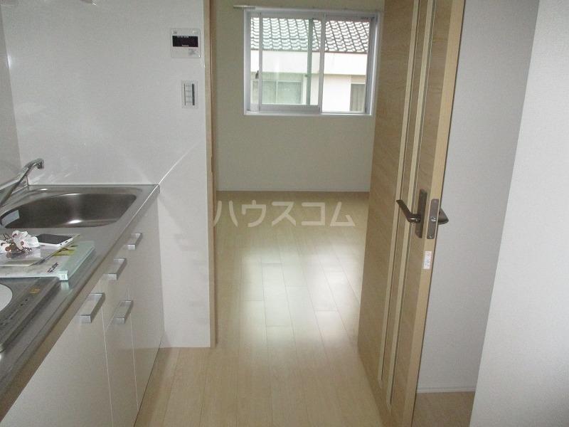 桜ヒルズ 102号室の居室