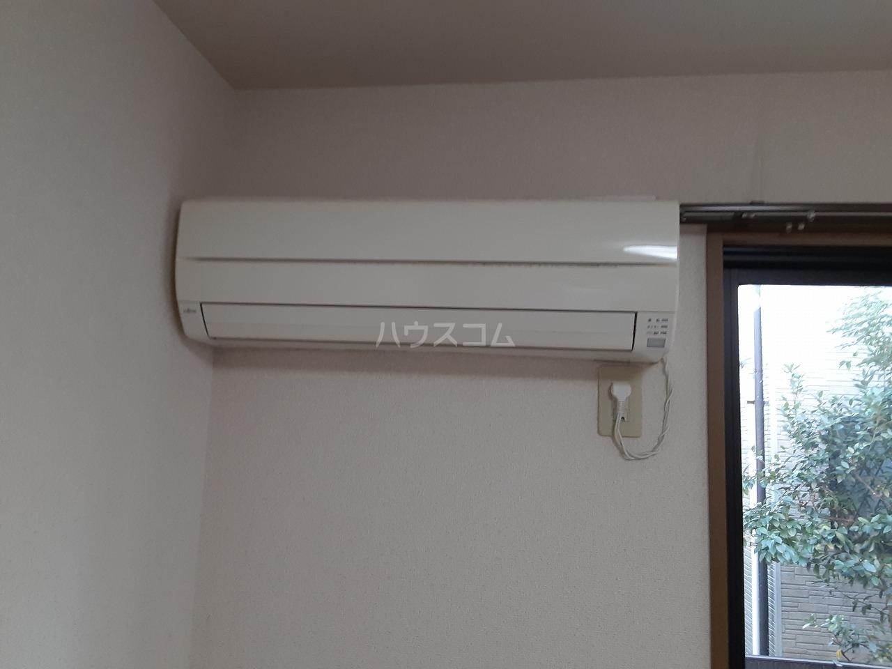 コンフォールB 102号室の玄関