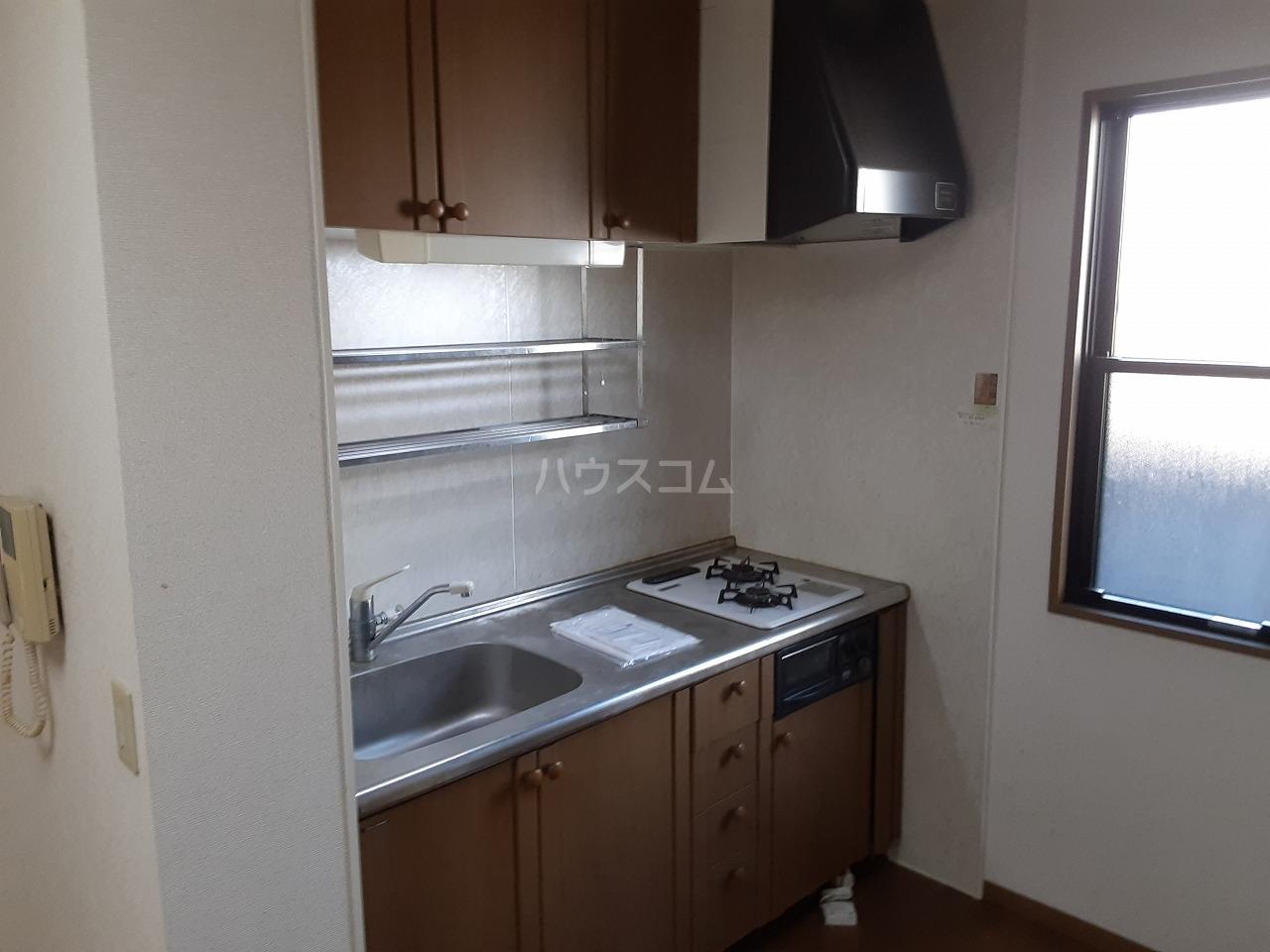 コンフォールB 102号室のキッチン