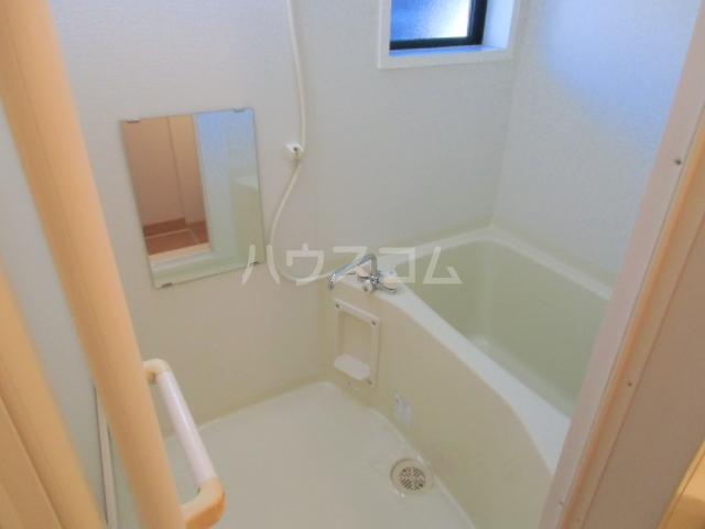 メゾン・ド・リンデン A 106号室の風呂