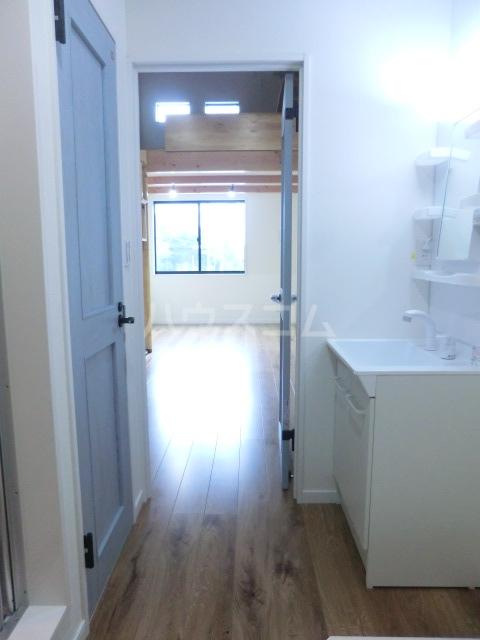 ラッシュグラス 203号室の玄関
