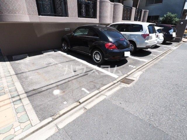 サンハピネス 2D号室の駐車場