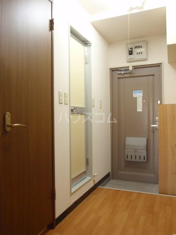 メゾンエクセルⅠ 202号室の玄関