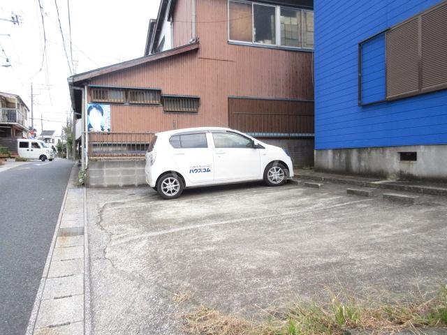 アーバンヴィラ 2-B号室の駐車場