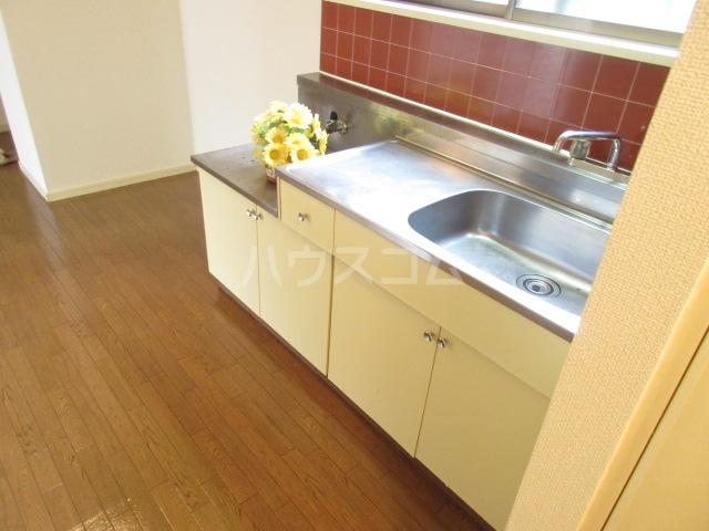 アーバンヴィラ 2-B号室のキッチン