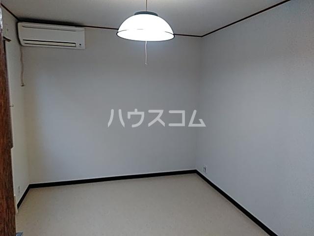 小山ハイツ 202号室の居室