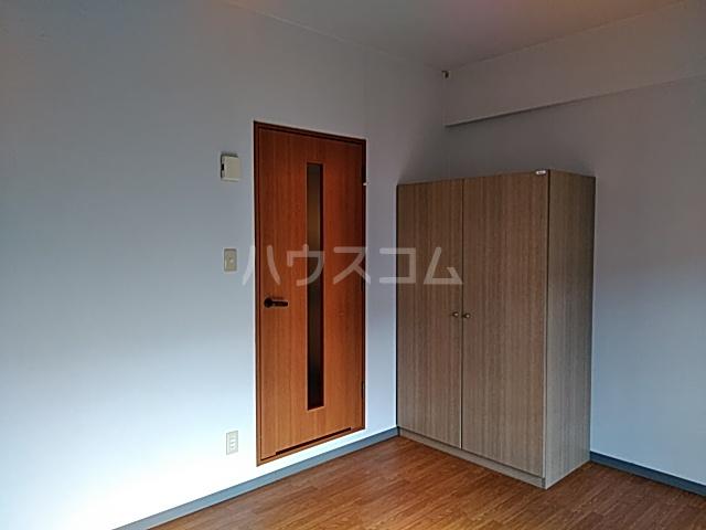 アルトシュロス四条大宮 205号室の居室