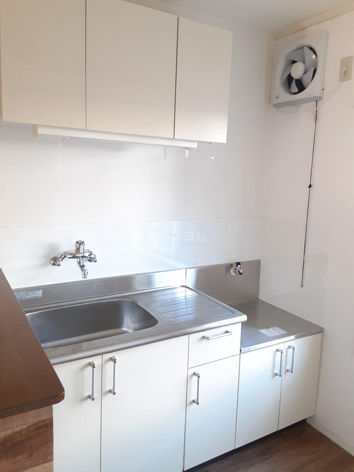 マンションカメリアⅠ 103号室のキッチン