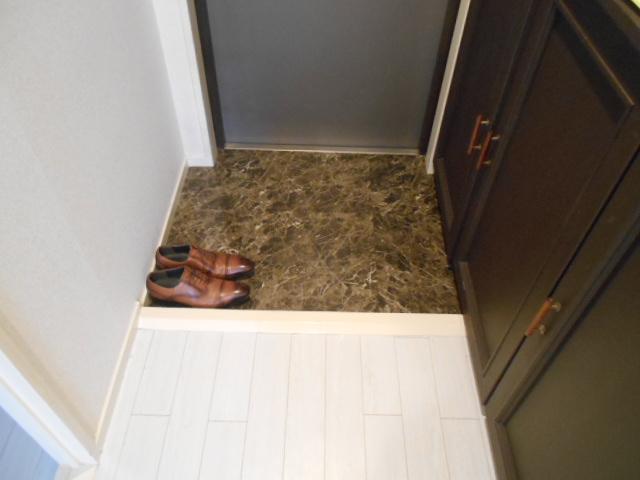 中川第6コーポ 605号室の玄関
