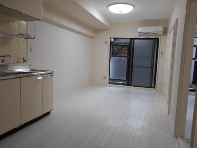 中川第6コーポ 605号室のリビング
