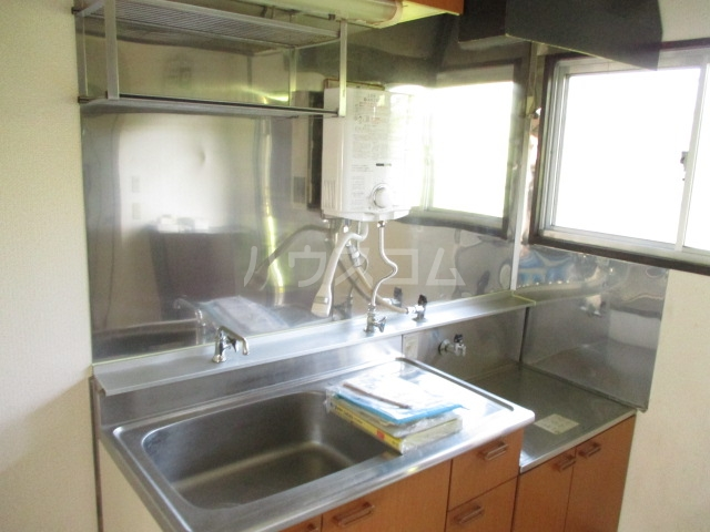 第二加藤ハイツ 202号室のキッチン