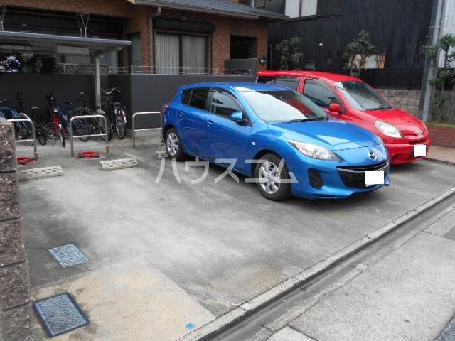 クリア・エヌ 201号室の駐車場