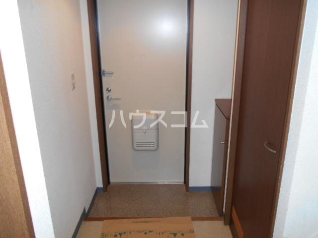 クリア・エヌ 201号室の玄関