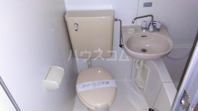 ノーブル東海岸 203号室のトイレ