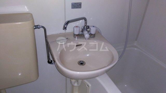 ノーブル東海岸 203号室の洗面所