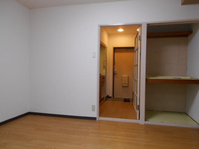 ハイツブルーム 203号室のリビング