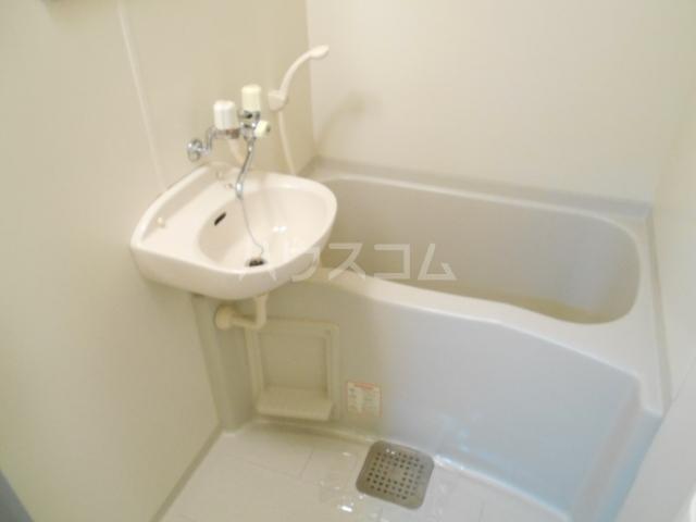 セントポーリア丸太町 301号室の風呂