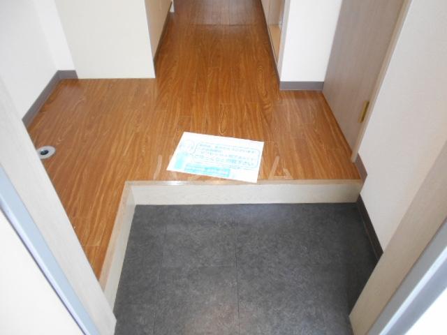 セントポーリア丸太町 301号室の玄関